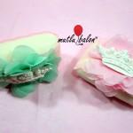 su yeşili ve pembe sabun